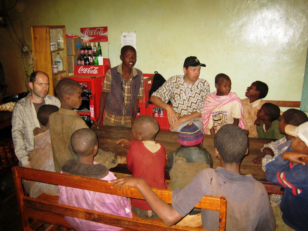 MeWaiKi Straßenkinder von Karatu mit Pfarrer Stefan Scheuerl